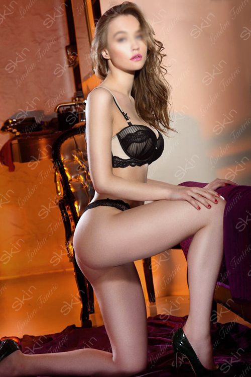 Erotic fantasy massage in South Kensington with Lola
