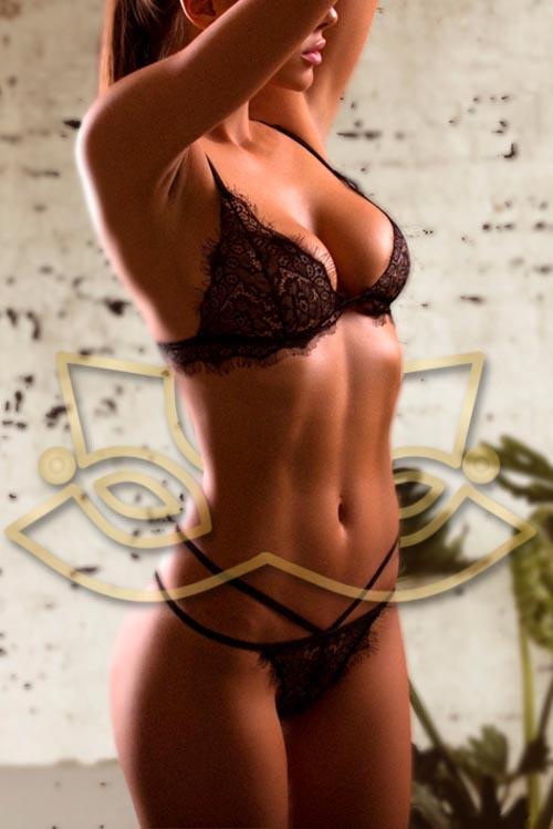 Erotic masseuse Alanis