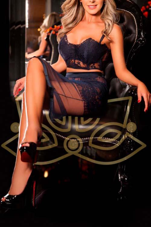 Erotic masseuse Laura